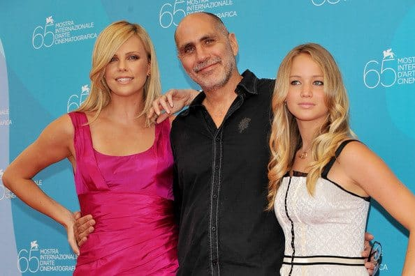 Charlize Theron (L) and Jennifer Lawrence (R) pose with director Guillermo Arriaga at The Burning Plain Source: Pascal Le Segretain/Getty Images Europe
